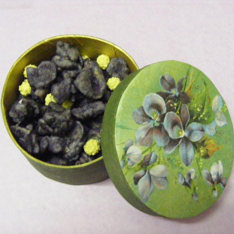 Violettes en boite en carton le paradis gourmand - Boite en carton decoree ...